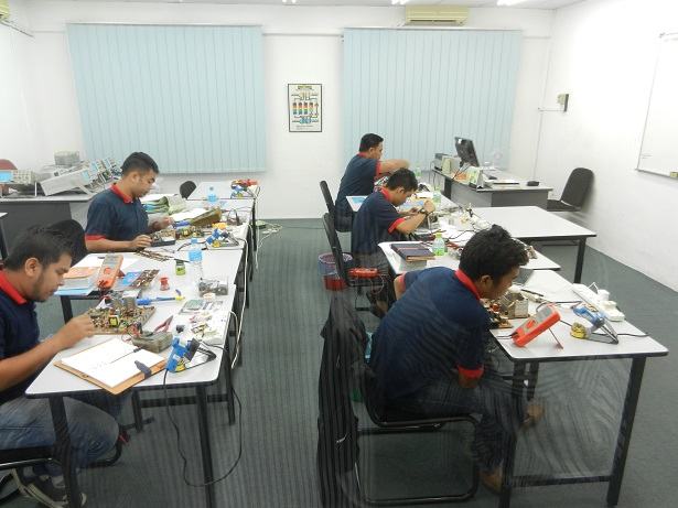 kursus juruteknik elektronik industri