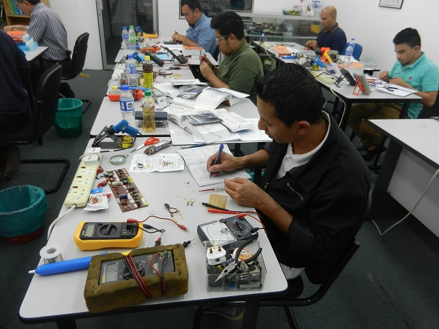 electronics technician training