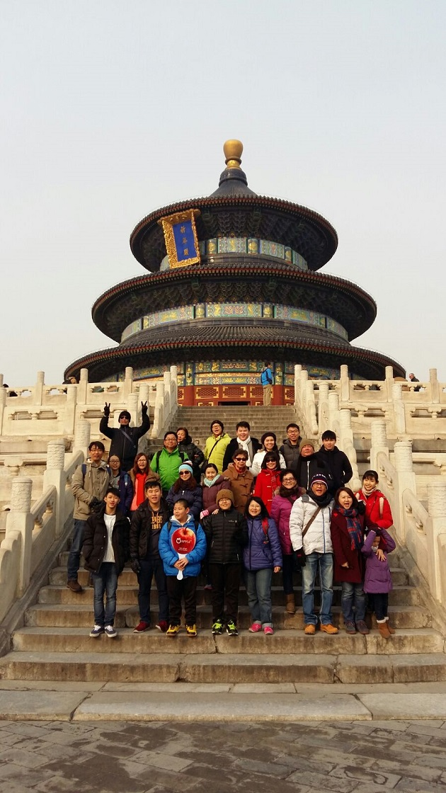 apple vacation group photo to beijing china