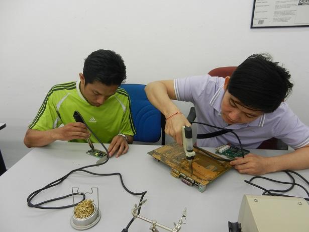using tweezer solder gun